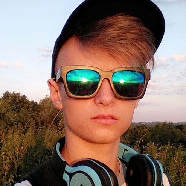 tianeks's Profile Photo