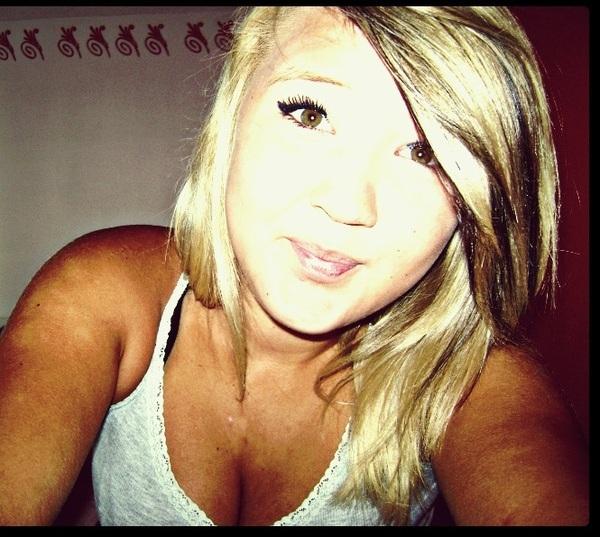 Angela2323's Profile Photo