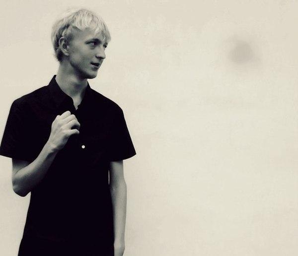 Blond_Men's Profile Photo