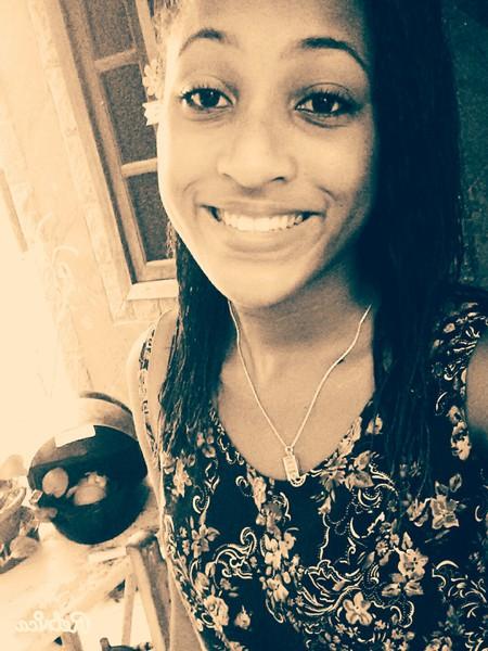 larilolla's Profile Photo