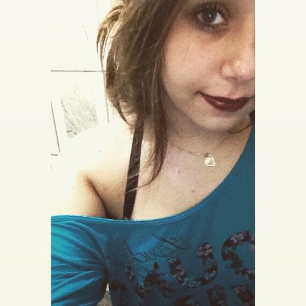 GarotaEstranha12's Profile Photo