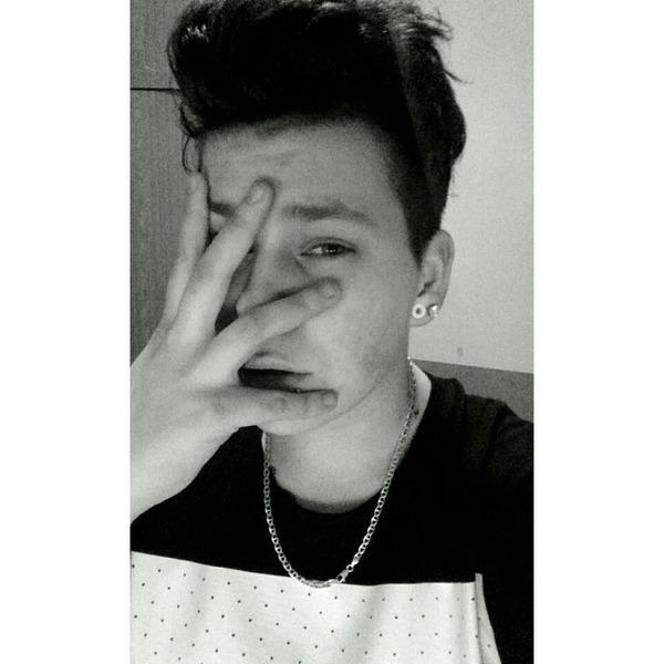 ricsi69szabo's Profile Photo