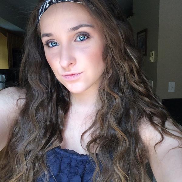 Alyxoxo3's Profile Photo