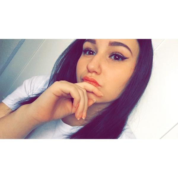 celienafabiennebuhr's Profile Photo