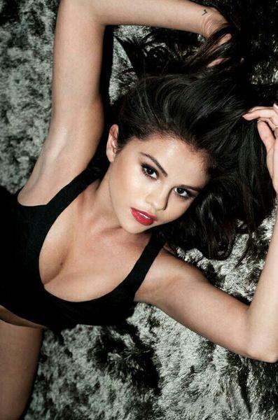Selenabasicallyslays's Profile Photo
