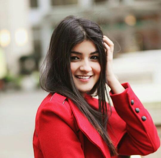 AlinaKhan1998's Profile Photo