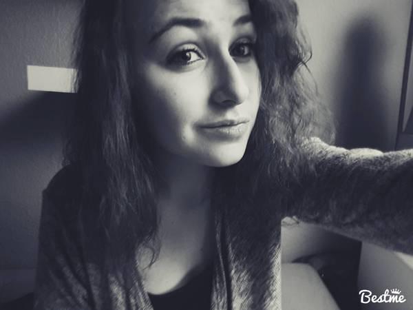 Loriii_94's Profile Photo
