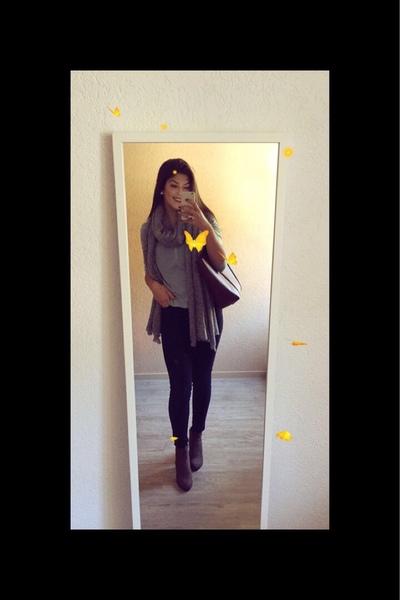 tomanybitchesarehere's Profile Photo